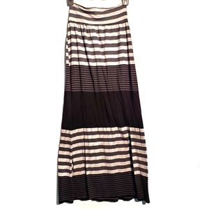 Adorable Black/Grey Stripped Maxi Skirt with Slit